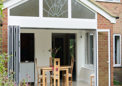 White_uPVC_Bi_Fold_Doors_Extension